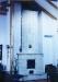 Modern jellegű fehér kékkel fröcskölt cserépkályha (Városlőd)